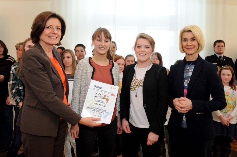 Jugendengagementwettbewerb_Partizipative_Fassadengestaltung_der_Gemeinschaftsunterkunft_fuer_Fluechtlinge_in_der_Zwerchallee_Mainz